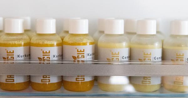 Kurkuma en gembershots van Dr.Veggie in de koelkast