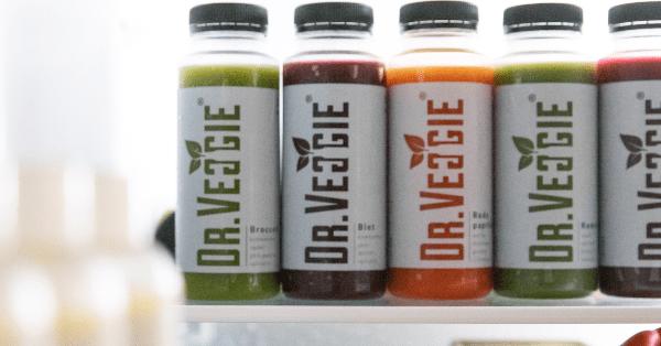 Verschillende sappen in koelkast Dr veggie